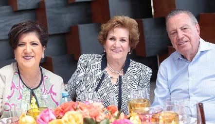 Patricia Sarmiento, María de la Soledad Inguanzo y Héctor Sarmiento.