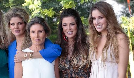Lu López, Lourdes Herrera, Sofía y Ana Paula López.