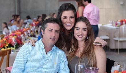 Sofía López con José Ignacio y Luisa Fernanda.