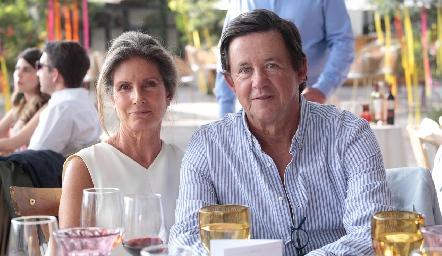 Lourdes Herrera de López y Carlos López.