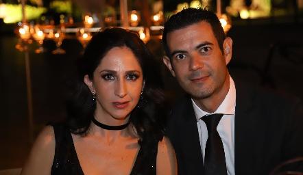 Genoveva Flores y René Hernández.