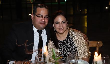 Víctor Rodarte y Gaby Rocha.