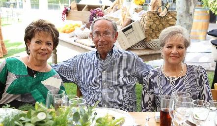 Pilar Ocejo, José Ocejo y Guillermina Villalobos.