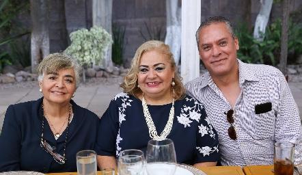 Madel Carrera, Silvia Carrera y Aldo García.