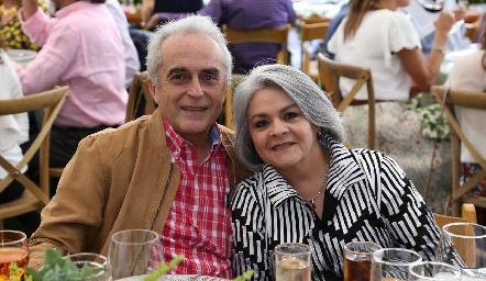 Víctor Mayagoitia y Magda Carrera.