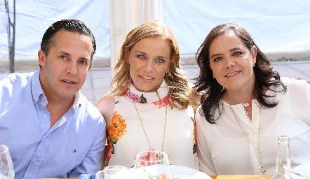 José Alberto Torre, Mariana y Pilar Torres.