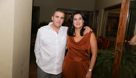 Eduardo Gómez y Cynthia Sánchez de Gómez.