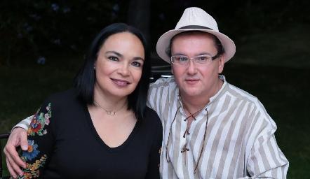 Elizabeth Martínez y Daniel Gómez Garza.