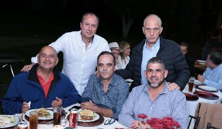 Rafa Meade, Edgardo Belgodere, Alejandro Delgado, Tony Pizzuto y Carlos Gouyonnet.