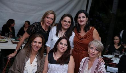 Karina Ramos, Coco Leos, Cynthia Sánchez, Mercedes Castro, Alba Altamirano y Verónica Dávalos.