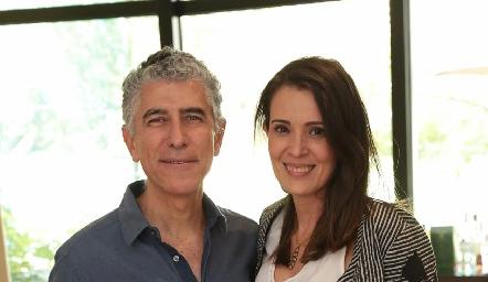 Sergio Godínez con su esposa Silvia Reynoso.