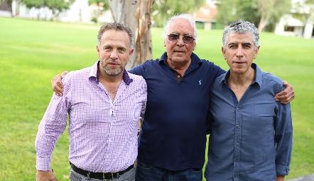 César Flores, Sergio y Sergio Godínez.