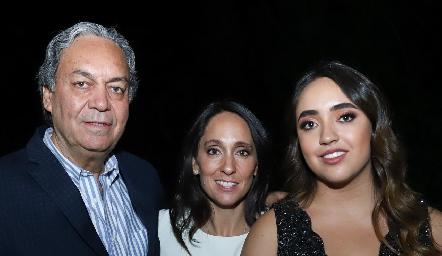 Carlos Torres, Tatina Torres y Tati Puente.