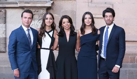 Fina Alcocer con sus hijos Fran, Sofía, Isa y Toño Villanueva.