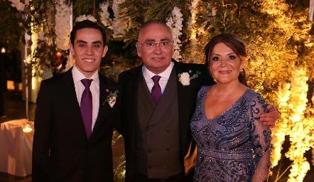 Roberto, Roberto y Beatriz Zepeda.