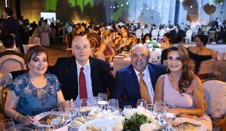 Jenny Cázares,Roberto Esparza, Roberto Alcalde y Bertha Barragán de Alcalde.