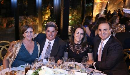 Sofía Gómez y Juan Carlos Navarro, Mónica del Pozo y Carlos Macías.