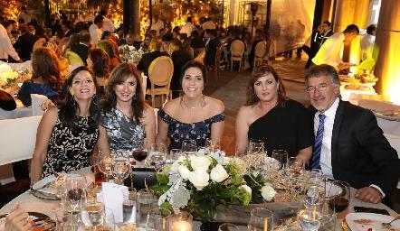 Gaby de Dauajare, Martha Abud, July Mahbub, Catherine Barret y Alejandro Abud.