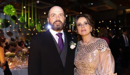 Jepo Mahbub y Maru Martínez de Mahbub, papás del novio.