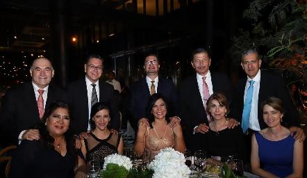 Enrique Galindo y Estela Arriaga, Alfonso Castillo y Leticia Ivón, Daniel Pedroza y María Tello, Octavio Pedroza y Gaby Nales, Tony Madrigal y Marisa Valle.