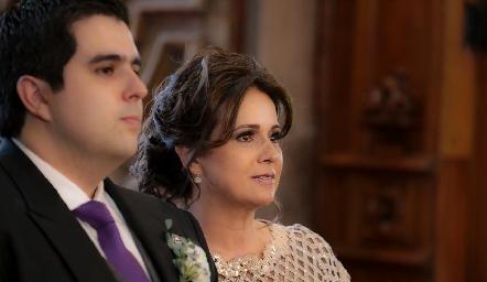 José Carlos Mahbub con su mamá Maru Martínez.