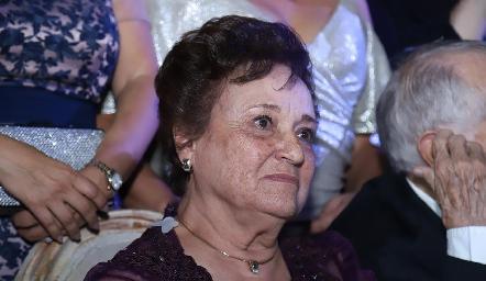 Maruca Flores abuela del novio.
