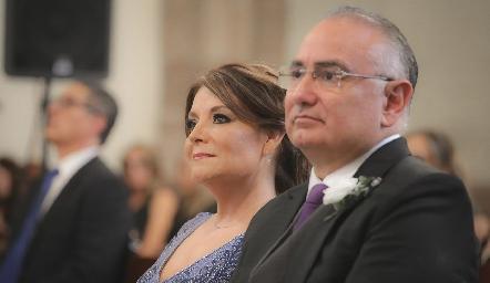 Beatriz Rojas de Zepeda y Roberto Zepeda, papás de la novia.