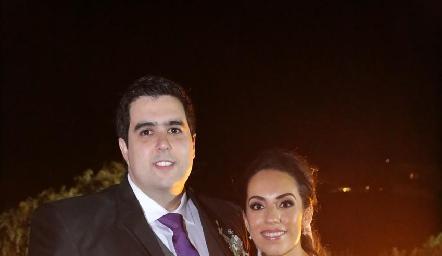 Recién casados, José Carlos Mahbub y Alejandra Zepeda de Mahbub.