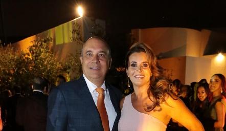 Roberto Alcalde y Bertha Barragán de Alcalde.