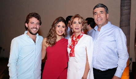 Anillo de compromiso de Rafa Tobías y Cristy Lorca.
