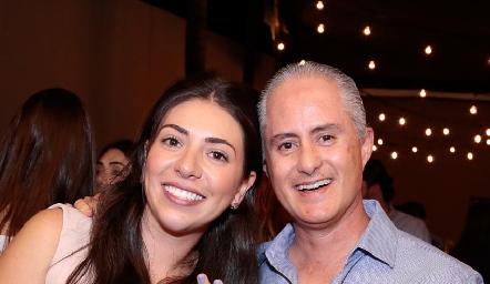 Cristy Lorca con su tío Jorge Aldrett.