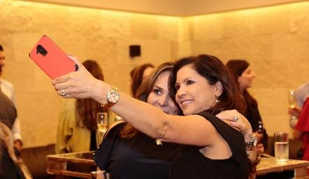 Laura Álvarez de Lorca y Martha Carrillo de Rocha.