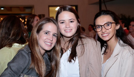 Montse Anaya, Marisol Aldrett y Fernanda Cifuentes.
