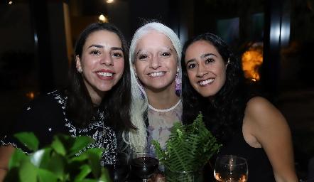 Melissa Orozco, María José Zárate y María José Abud.