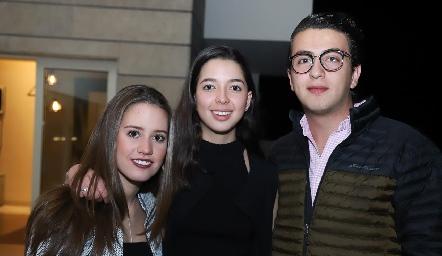 Nuria Manzo, Isa Villanueva y Alejandro Anaya.