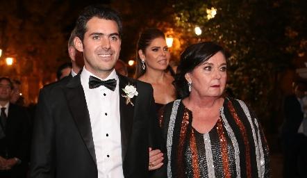 Daniel Dauajare con su tía Deborah Dauajare.