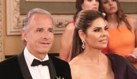 Francisco de la Rosa y Martha Díez Gutiérrez de De la Rosa, papás de la novia.