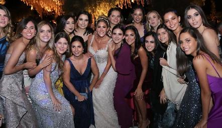 Martha junto a sus amigas.
