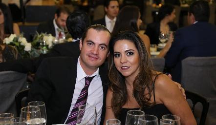 Christian Almazán y Fernanda Castillo.