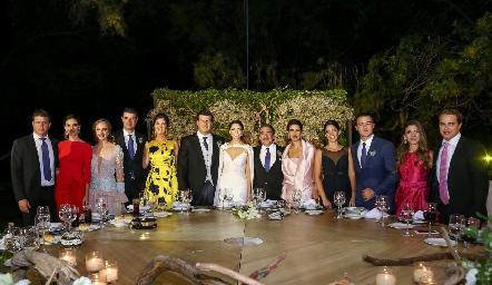 Mauricio Labastida y Sofía Álvarez con sus papás y hermanos.
