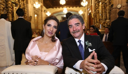 Lourdes Velázquez de Álvarez y Manuel Álvarez, papás de la novia.