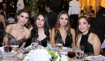 Reyna Pérez, Cynthia Salcedo, Bárbara Cadena y Paloma Enríquez.