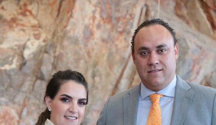 Maripepa Muriel y Francisco Torres con Alejandra.