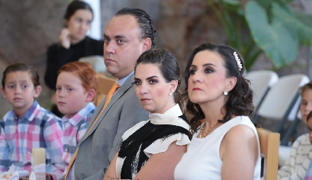 Diego, Francisco, Francisco y Maripepa Torres con Laura Escartín.