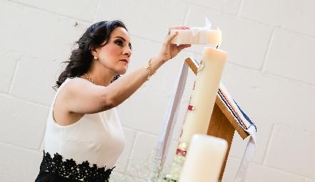 Laura Escartín compartiendo la Luz de Cristo.