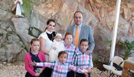 Familia Torres Muriel con Alejandra.