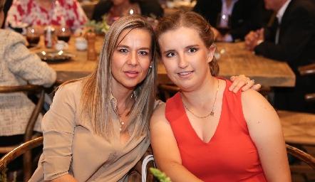 Marcela y Sofía Torres.