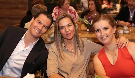 Sergio Zapata, Marcela y Sofía Torres.