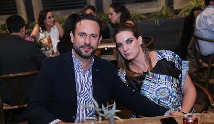 Carlos Torres y Hanni Abud.