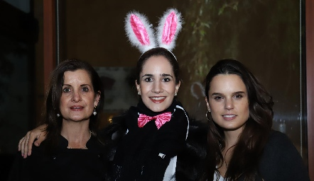 Maite Yamín, Dany Mina y Maite Soberón.